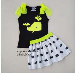 Conjunto camiseta flúor y falda ballenas de Mon Petit