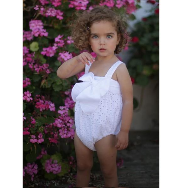 Pelele bebé niña blanco perforado de Pilar Batanero