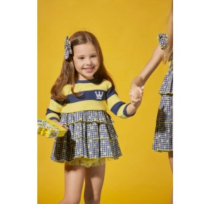 Jesusito niña Selene de Eva Castro amarillo y marino