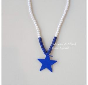 Collar blanco con estrella azul de Pilar Batanero